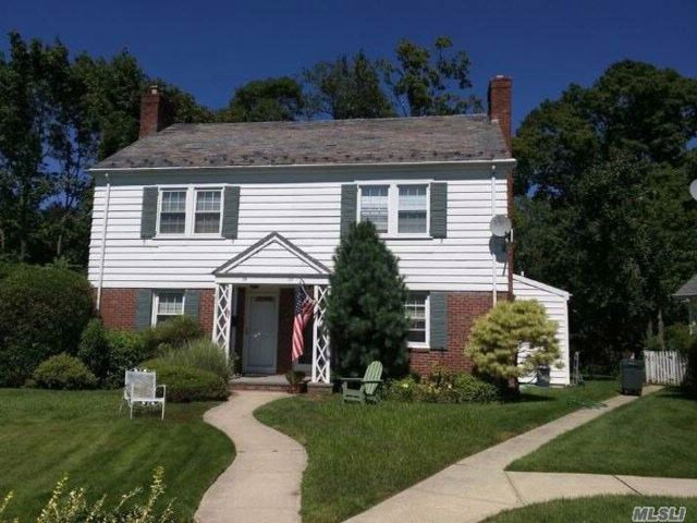 2 BR,  2.00 BTH  2 story style home in Manhasset