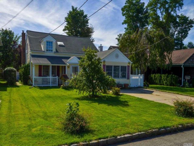 5 BR,  2.00 BTH  Exp cape style home in Port Washington